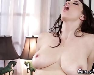 Lesbian hottie squirting
