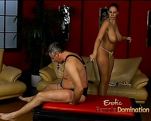 Lusty stunner gianna michaels indeed enjoys drubbing a latex-clad studhorse