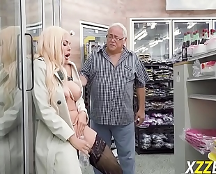 Luna star in feeling excited during shoping