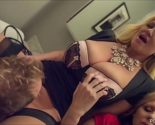 Kelly madison and julia ann double team a large white dick