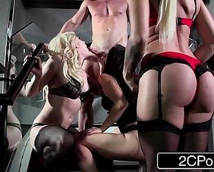 Pornstar foursome surprise for a favourable fellow - dahlia sky, aidra fox & kissa sins