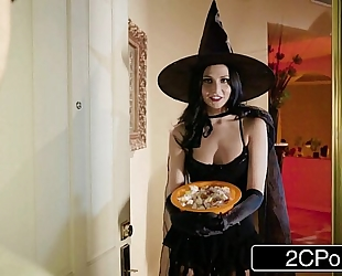Unfaithful white wife ariana marie bonks behind husband's back on halloween
