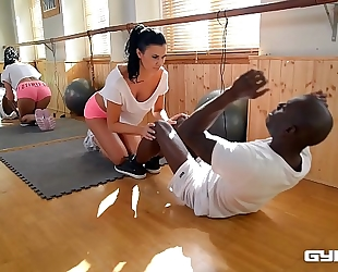 Ultra fit nympho jasmine jae screwed in interracial training session