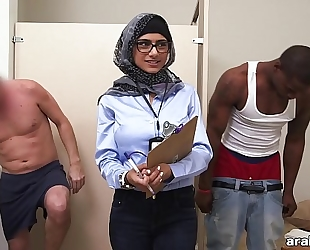 Mia khalifa the arab pornstar measures white weenie vs dark rod (mk13768)