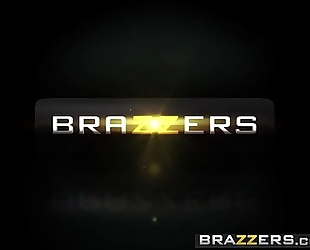 Brazzers.com - large asses like it large - (kiki minaj) - hankering for a drubbing