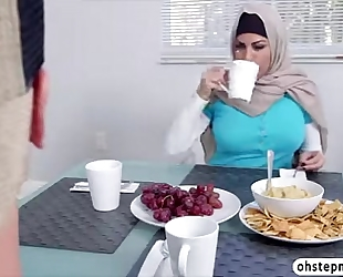 Muslim mom give a oral-stimulation to sexy teenies boyfriend during the time that in dinner