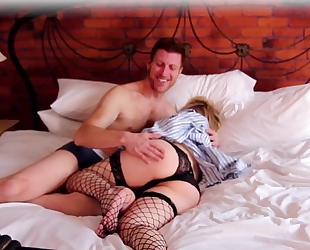Horny pregnant woman fucks her boyfriend in bed