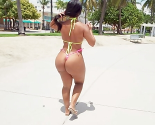 Tanned latina with juicy ass satisfies lucky guy in POV