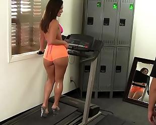 Wankz- gym rat creeps asstastic hottie kelsi monroe