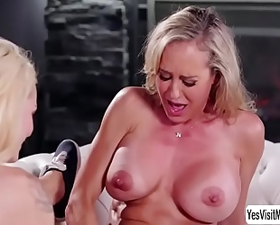 Teen golden-haired elsa jean and her lesbo stepmom brandi love grinds her muff into