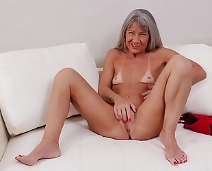 American mature white wife fingering herself